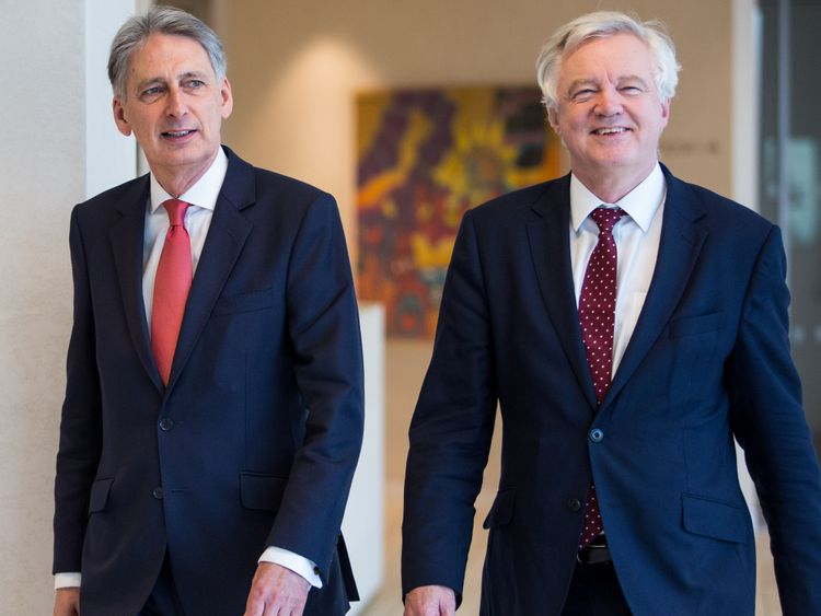 Hammond calls on EU to spell out Brexit aims