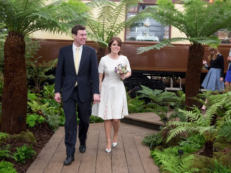 LONDON, ENGLAND - MAY 23: Princess Eugenie and Jack Brooksbank attend the Chelsea Flower Show press day at Royal Hospital Chelsea on May 23, 2016 in London, England. The show, which has run annually since 1913 in the grounds of the Royal Hospital Chelsea, is open to the public from 24-28 May. (Photo by Heathcliff O'Malley - WP Pool/Getty Images)
