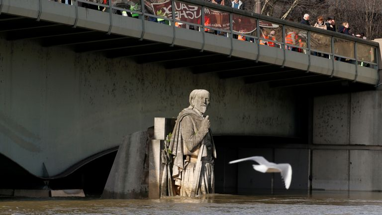 The Zouave soldier is used to measure the height of the Seine in Paris