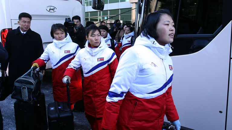 North Korea hockey players entered the South, where they will form a unified team