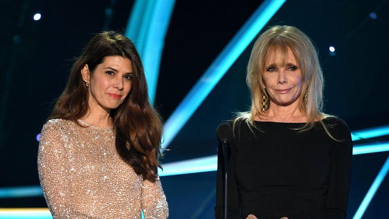 Marisa Tomei (L) and Rosanna Arquette (R)