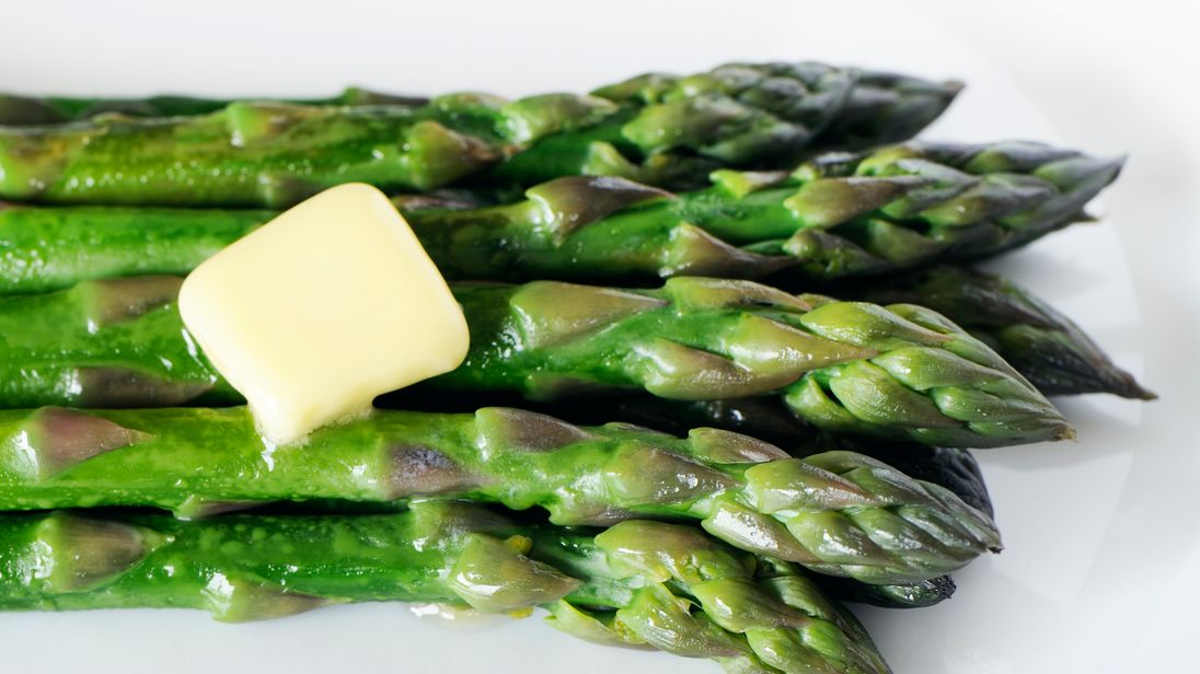Cutting asparagus could prevent spread of breast cancer, study shows