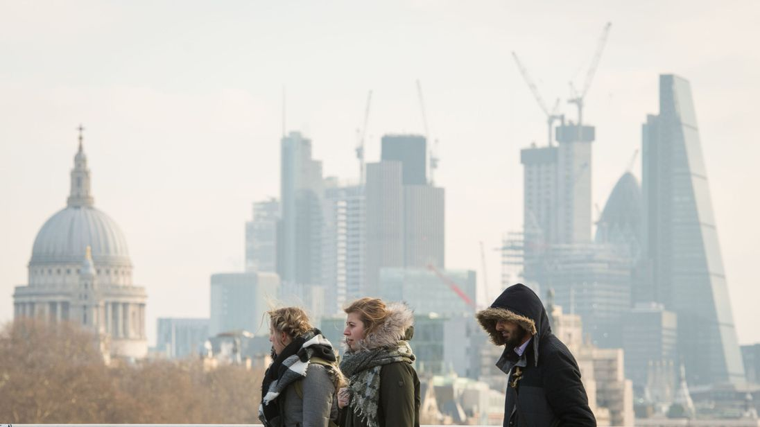 Londoners brave the cold weather