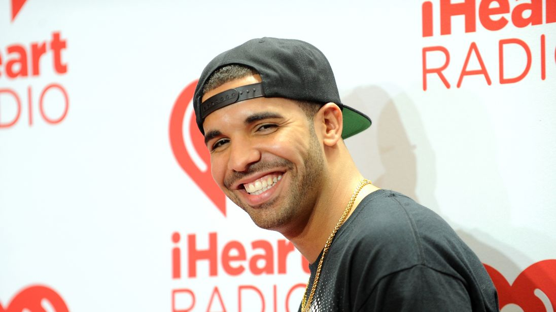 Drake Dropped $50000 To Buy Groceries For Everyone At Miami Supermarket