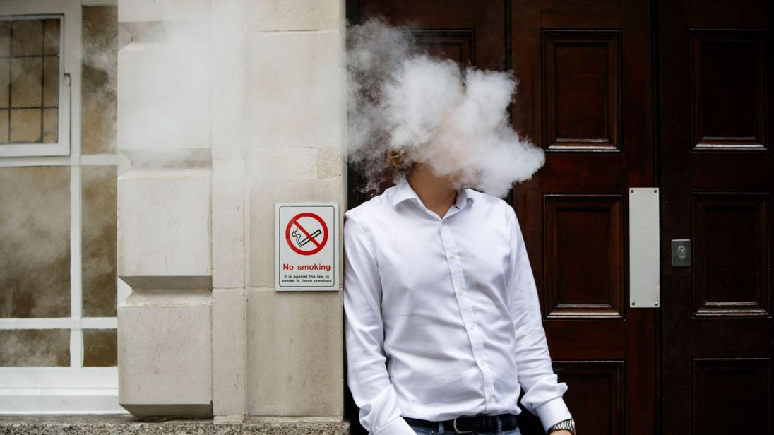 Hospitals should have vaping lounges, PHE said