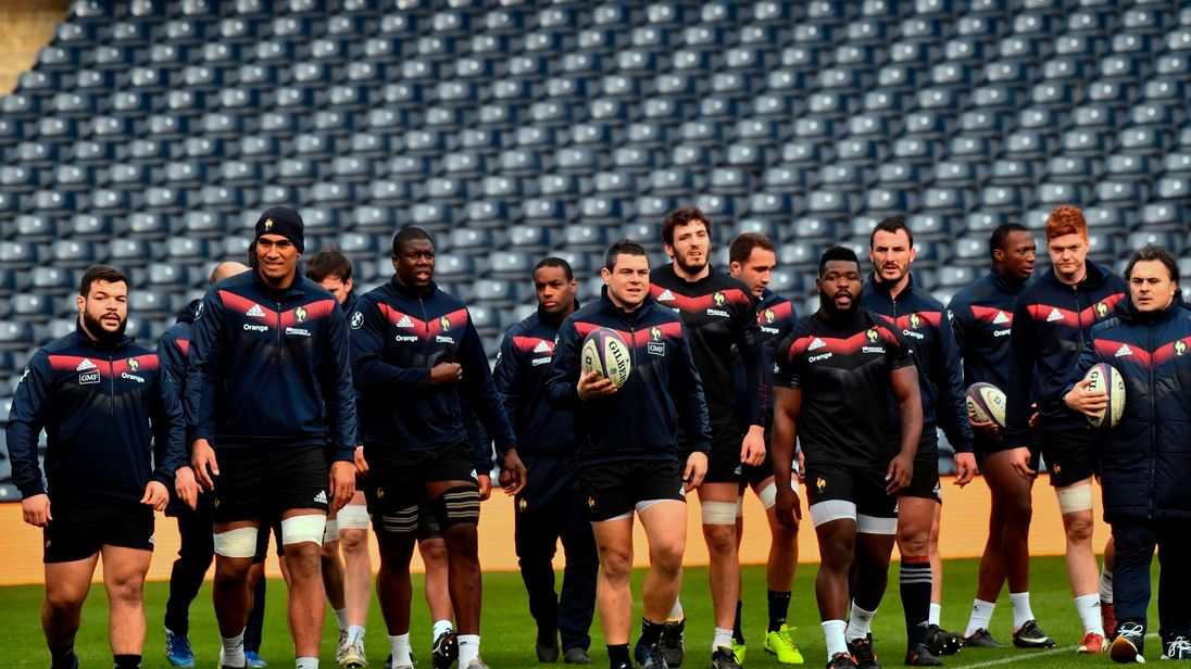 France's rugby team take part in the captain's run training session at Murrayfield Stadium in Edinburgh on February 10, 2018 ahead of their Six Nations international rugby union match against Scotland. / AFP PHOTO / Christophe SIMON (Photo credit should read CHRISTOPHE SIMON/AFP/Getty Images)