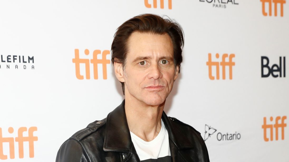 Jim Carrey urges users to delete Facebook accounts and dump stock