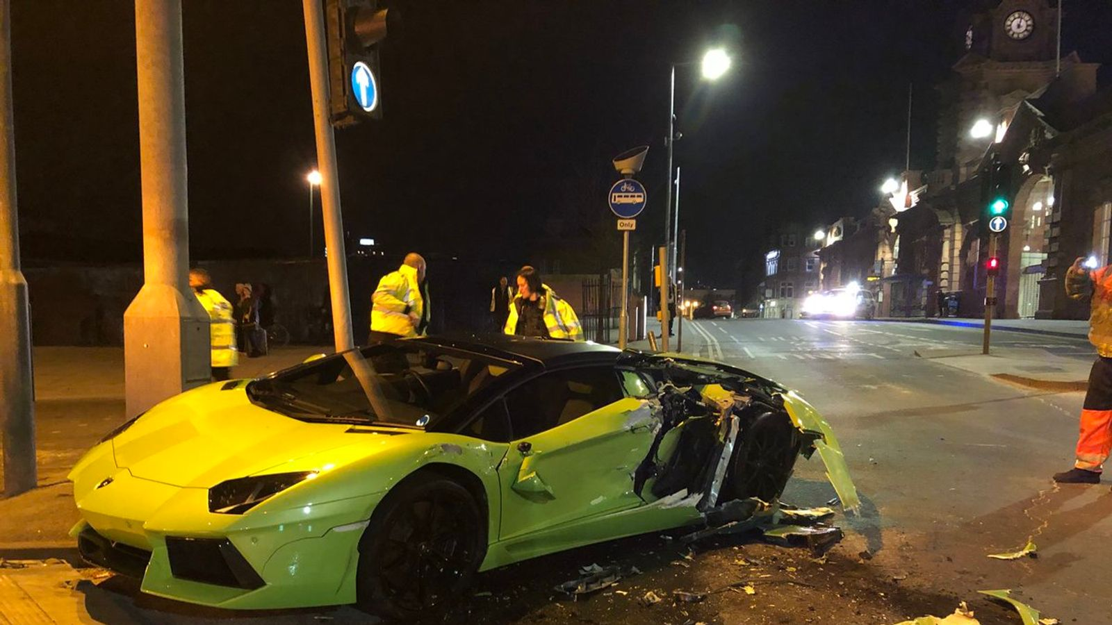 Lamborghini Driver Unscathed As 163 260k Supercar Smashed Up