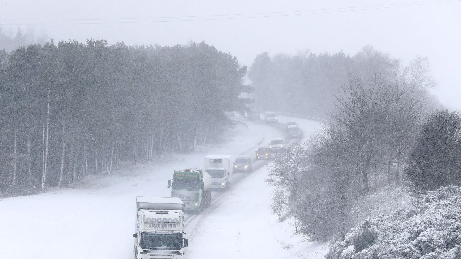 Travel warnings as fresh snow blast sweeps UK