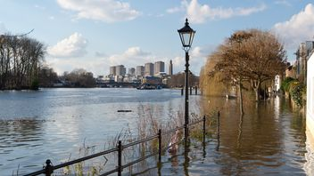The Thames floods a riverside footpath in 2016