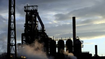 Blast furnaces of the Tata Steel plant seen at sunset in Port Talbot 25/10/2016