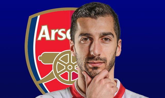 Mkhitaryan helps Arsenal strikers after training