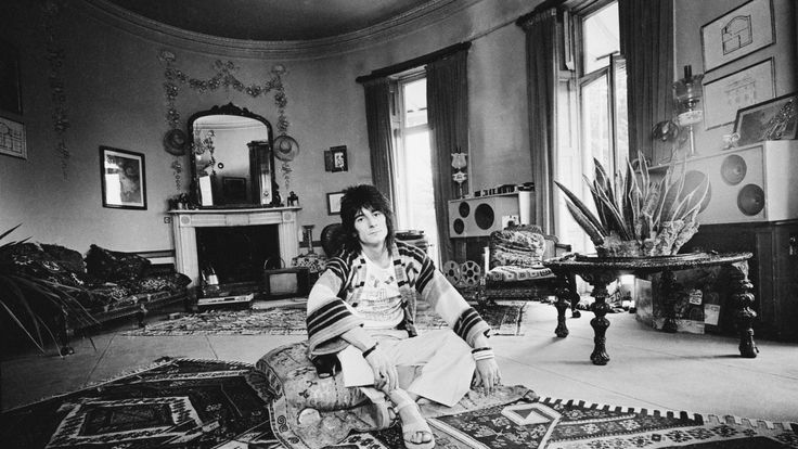 Rolling Stones guitarist Ron Wood at 'The Wick', his home in Richmond, Middlesex, 25th July 1974. (Photo by D. Morrison/Daily Express/Hulton Archive/Getty Images)