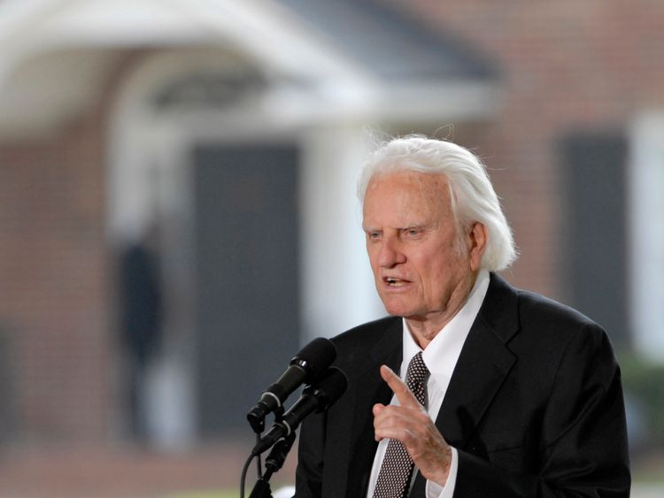 Evangelist Billy Graham addresses the audience from the stage during the Billy Graham Library Dedication Service