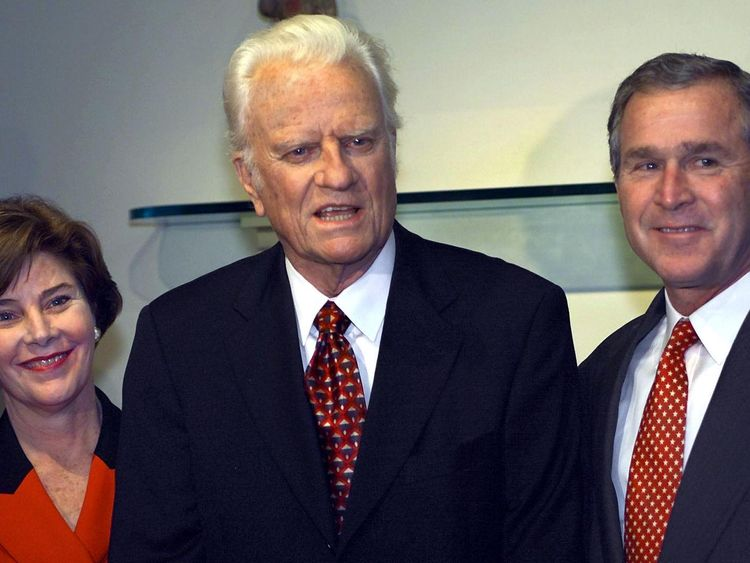 Then Republican Presidential candidate Texas Governor George W. Bush and his wife Laura stand beside the Rev. Billy Graham (C)