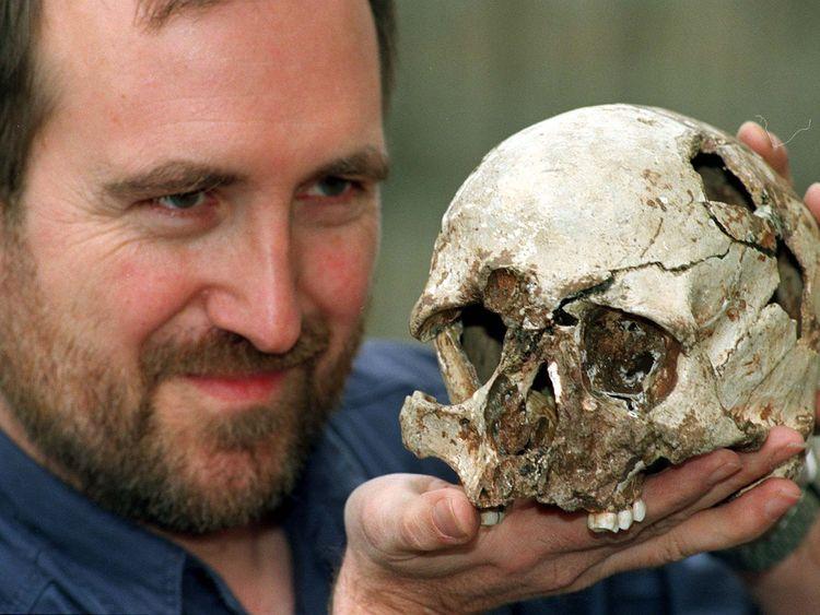 First modern Briton had dark skin, DNA shows