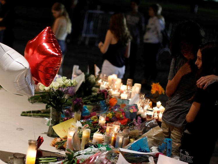 How to help victims of the Marjory Stoneman Douglas High School shooting