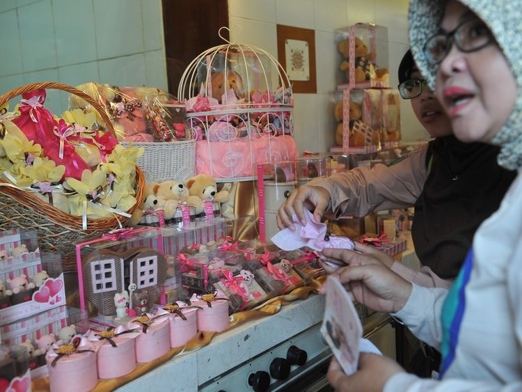 SURABAYA, INDONESIA - FEBRUARY 10: People look at chocolates with a Valentines design at Dapur Cokelat on February 10, 2014 in Surabaya, Indonesia. Roses, chocolates, teddy bears, toy hearts, candles, and cards are all part of the preparations for the Valentines Day and orders increase significantly in the weeks leading up to the Valentines Day that will be celebrated on February 14th. (Photo by Robertus Pudyanto/Getty Images)