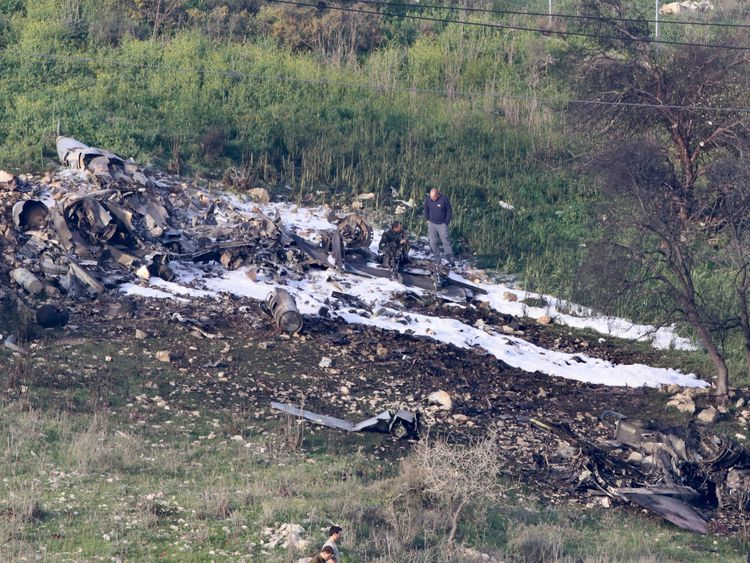 The Israeli pilots of the crashed F16 were reported to be alive.