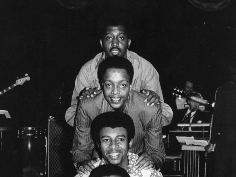 Edwards (top) with fellow band member Melvin Franklin in 1970