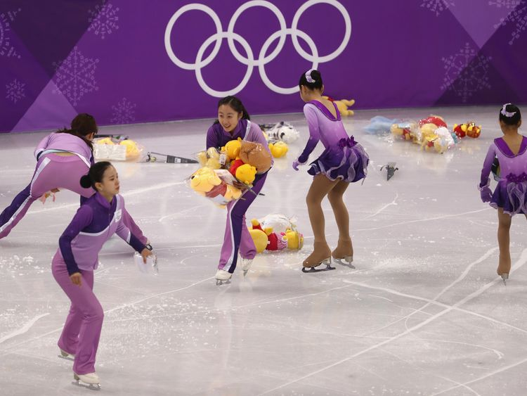 Japanese figure skater produces touching moment after winning the gold in Pyeongchang