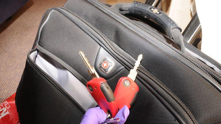 Set of keys (includes key to locked padlock on chest freezer)