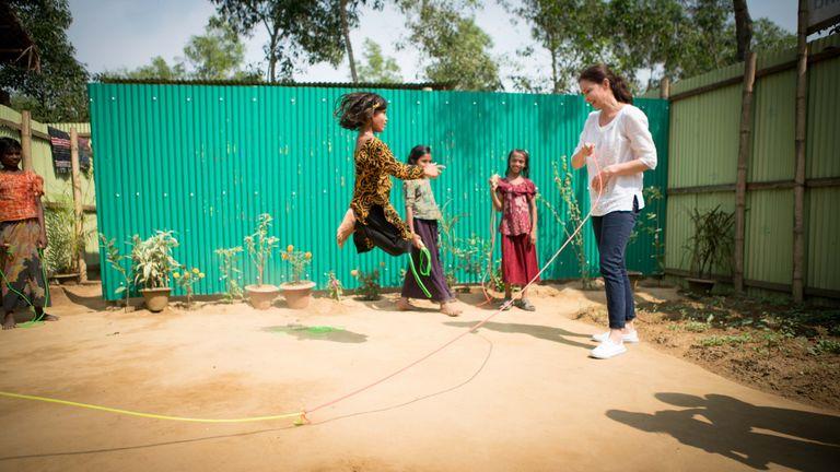 Ashley Judd with Rohingya refugees