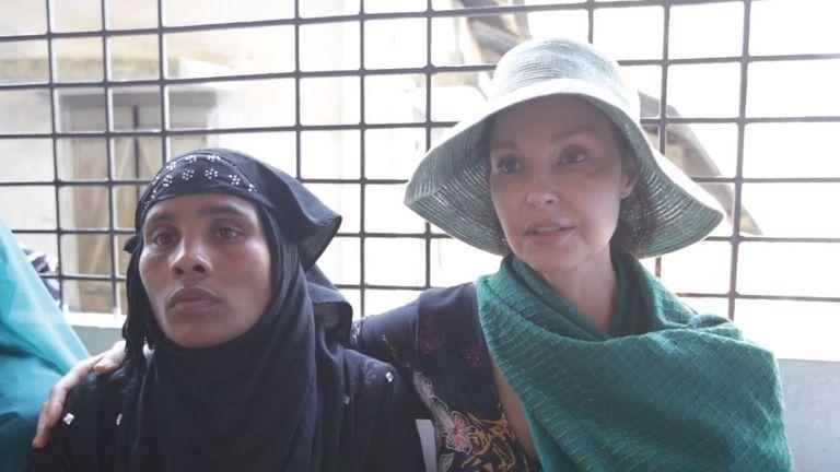 Ashley Judd waits with Rohingya refugee Ajida