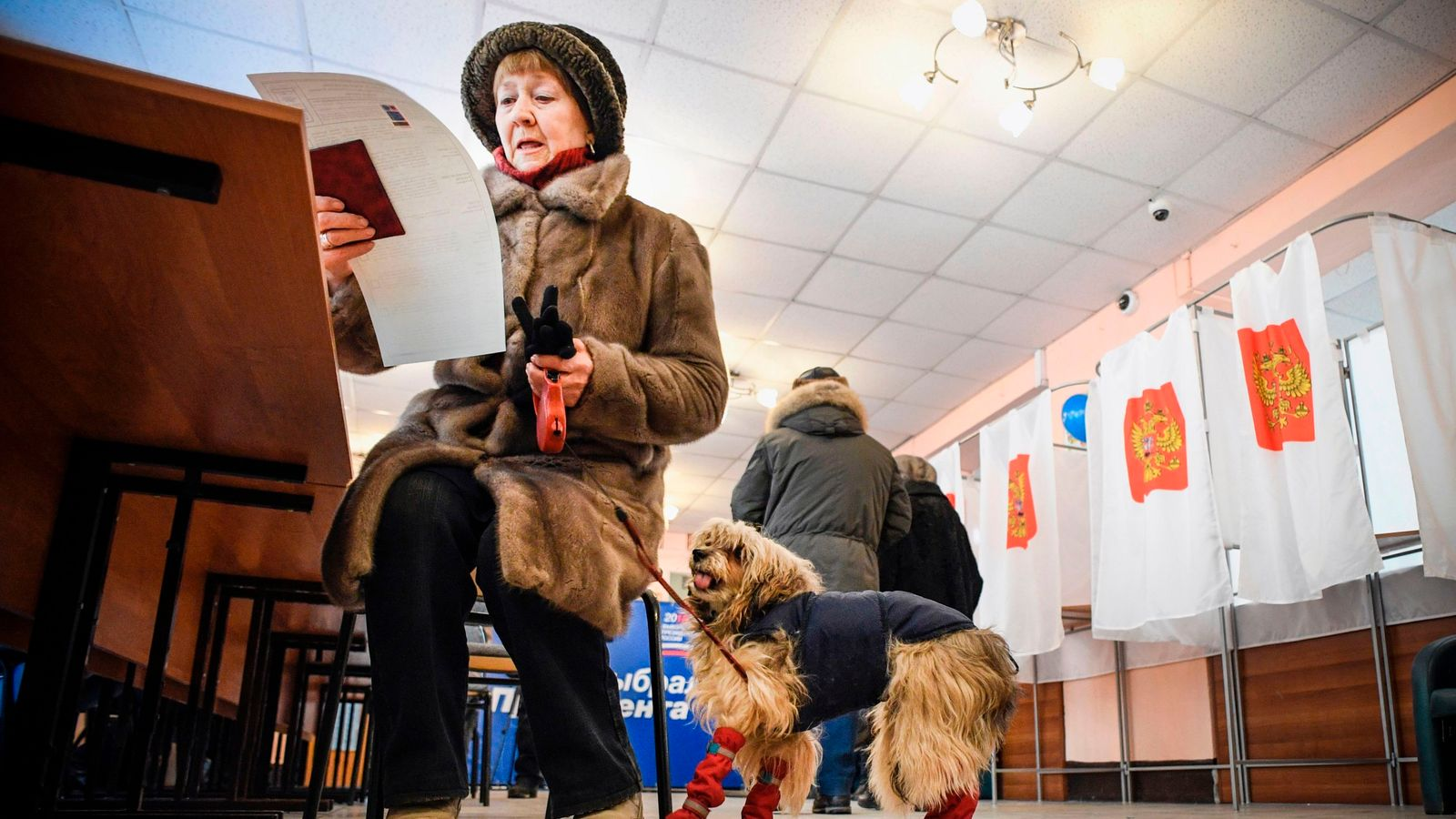Russian election: Inducements tempt voters to the polls