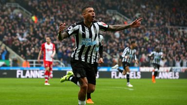Benitez eyes Kenedy, Dubravka deals