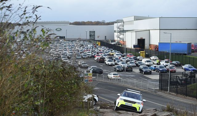 Jaguar Land Rover to cut 1000 jobs at Solihull plant