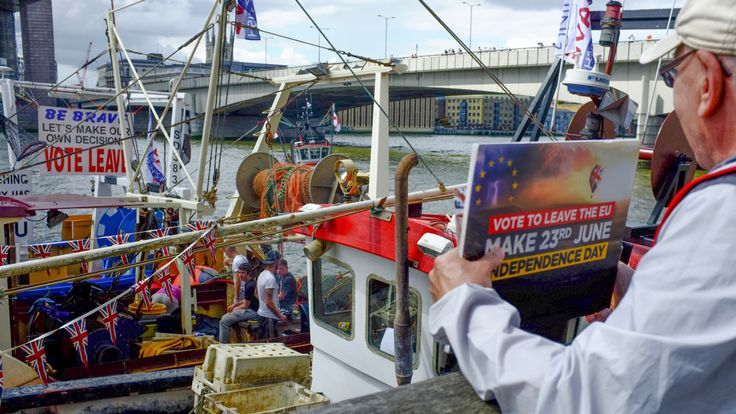 A protest by pro-Brexit fishing groups on the River Thames in June 2016