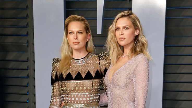 Actress Sara Foster (R), and sister Erin Foster, comedy writer