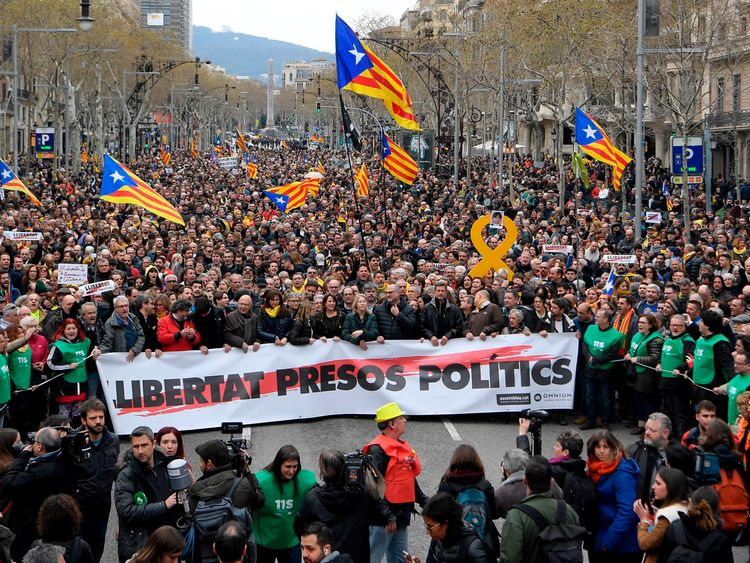 Protesters hold a banner reading: 'Freedom to political prisoners' in Barcelona