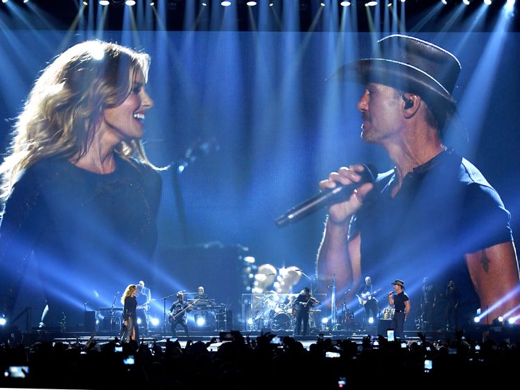 "Tim McGraw and Faith Hill perform onstage during the ""Soul2Soul"" World Tour at Staples Center on July 14, 2017 in Los Angeles, California."