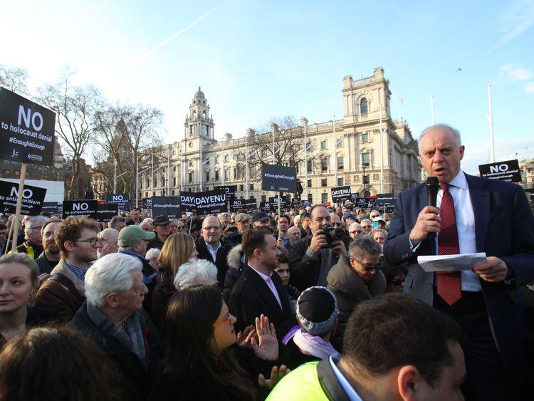 Corbyn 'has anti-Semitic views' says Jewish leader