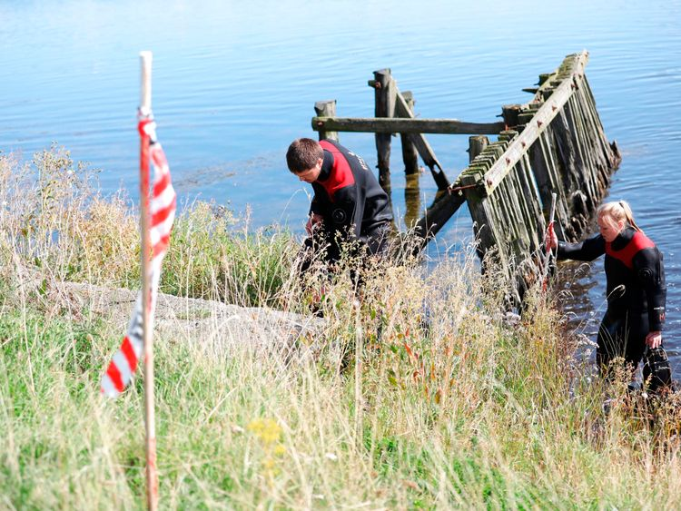 Members of The Danish Emergency Management Agency (DEMA) assist police at Kalvebod Faelled in Copenhagen on August 23, 2017 in search of missing bodyparts of journalist Kim Wall close to the site where her torso was found on, August 21