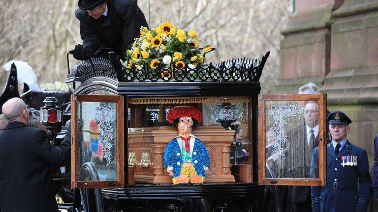 One of Sir Ken'strademark Diddymen was beside his coffin