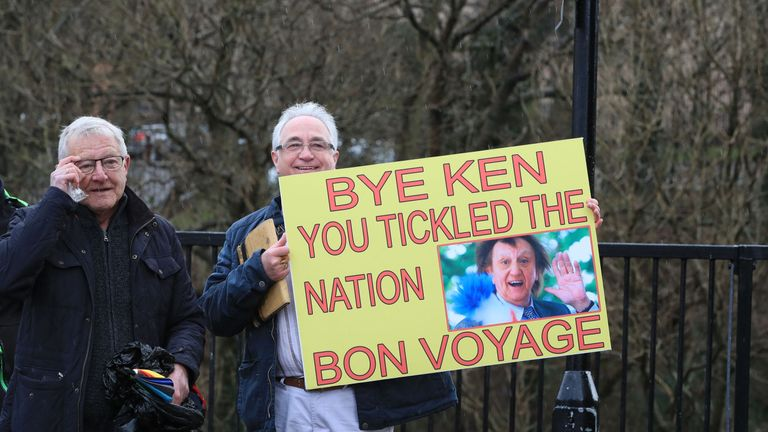 A fan of Sir Ken's holds up a tribute