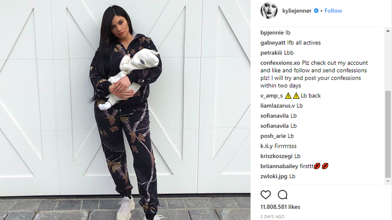Kylie Jenner and Travis Scott have shared the first photo of their baby daughter Stormi
