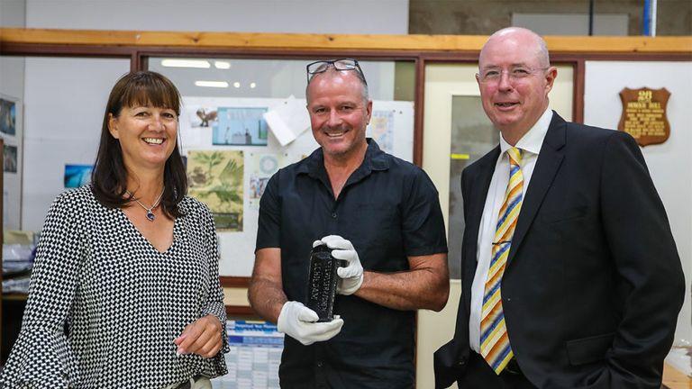 L/R: Tonya Illman, Western Australian Museum's Ross Anderson, and Kym Illman. Pic: kymillman.com