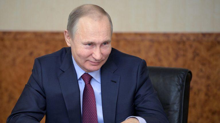 Putin eats cake