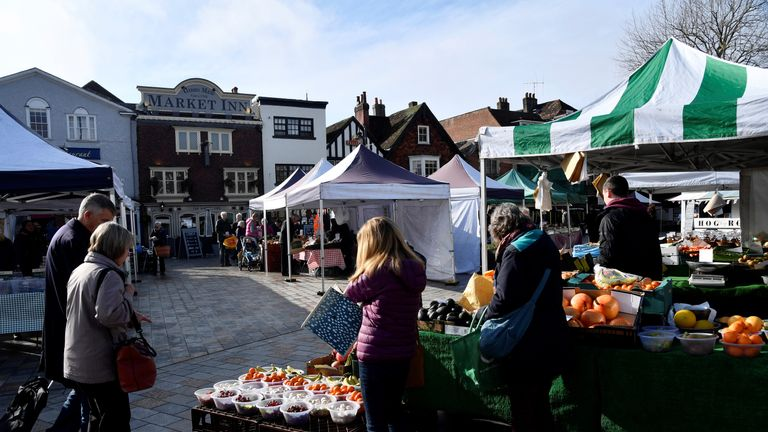 SYSTEM IDENTIFIER:RTS1MD19CODE:RC1BD3070830MEDIA DATE6 Mar. 2018PHOTOGRAPHER:Toby MelvilleHEADLINE:People view stalls at the market in SalisburySIZE:5568px × 3712px (~59 MB)