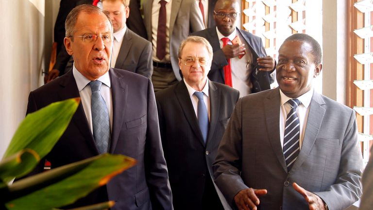 Sergey Lavrov (l) with Zimbabwe's president Emmerson Mnangagwa