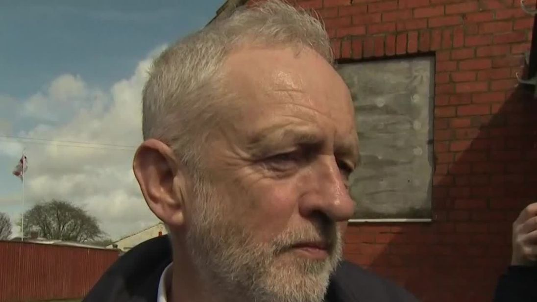 Corbyn 'accepts responsibility' in anti-Semitism fight
