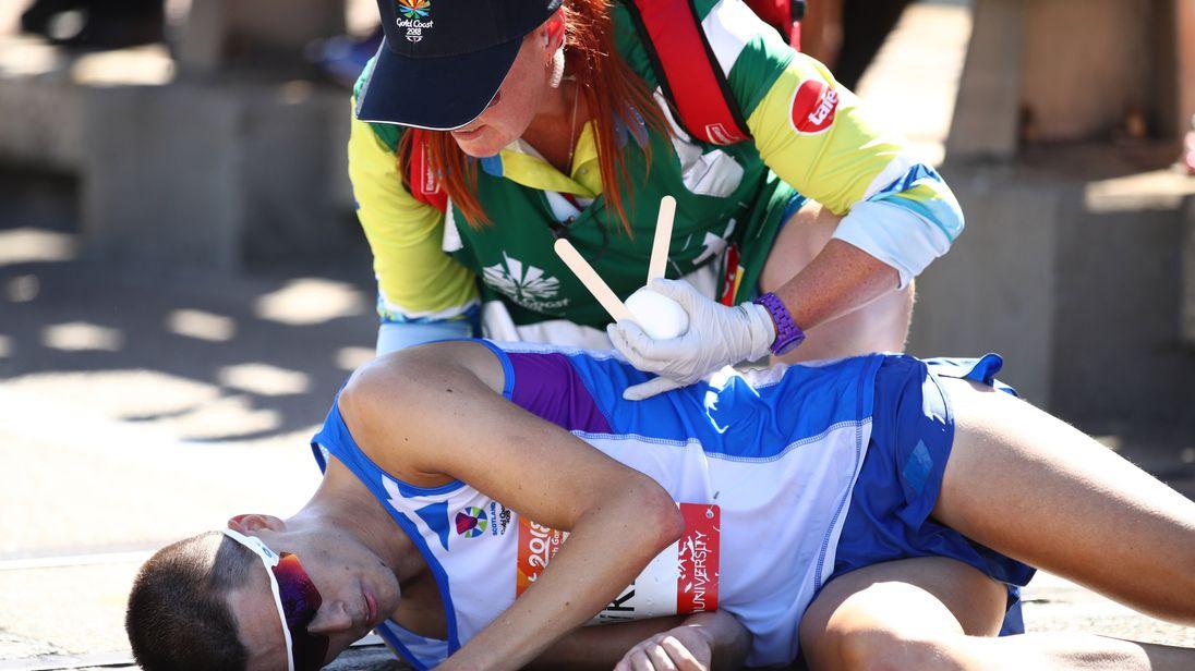 Scotland marathon runner Callum Hawkins collapses at the Commonwealth Games