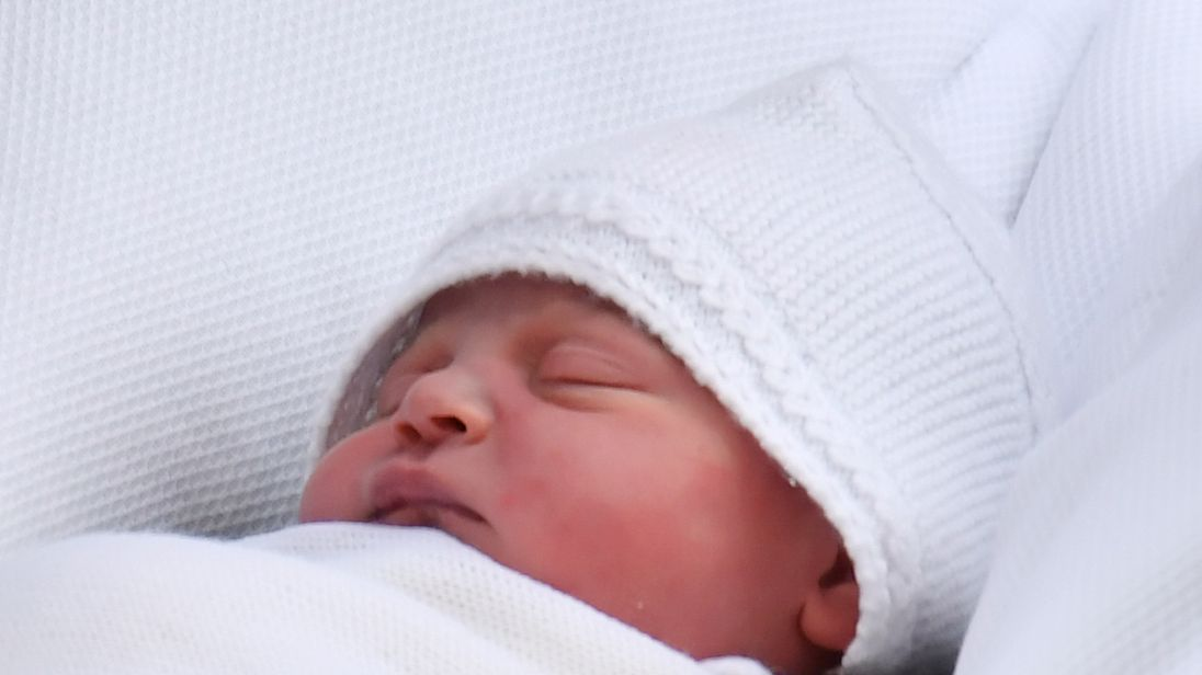 The Duke and Duchess of Cambridge showed off their new baby boy outside the Lindo Wing