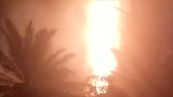 Possible illegal oil well catches fire in Indonesia, kills ten