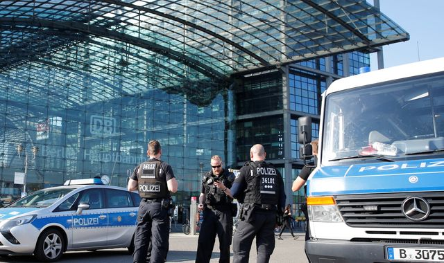 Berlin city centre a 'ghosttown' after WWII bomb evacuation
