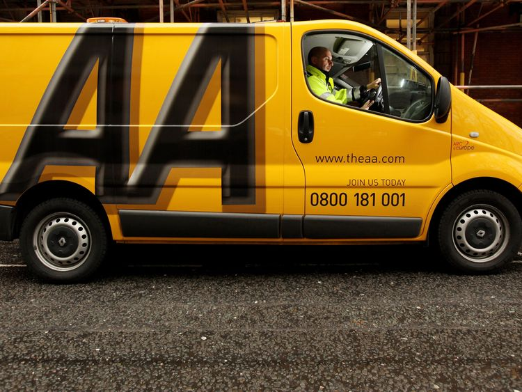 AA boss 'concealed brawl to protect bonus'